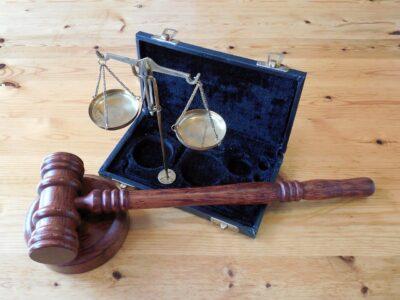 Jak wybrać adwokata, który będzie Cię reprezentować w sądzie