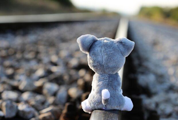 Przemoc wobec dzieci, fizyczna, psychiczna — jak się objawia, jak pomóc